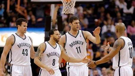 Kris Humphries (43), Deron Williams (8), Brook Lopez