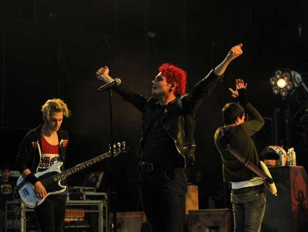 Lead vocalist Tom DeLonge of My Chemical Romance