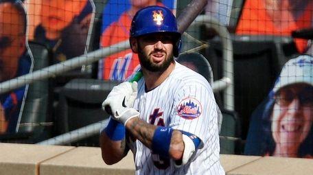 Tomas Nido of the Mets waits on deck
