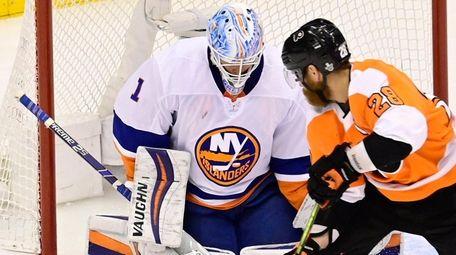 Islanders goaltender Thomas Greiss stops Flyers left wing