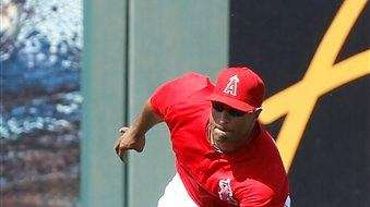 Los Angeles Angels left fielder Vernon Wells makes