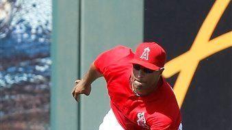 Los Angeles Angels left fielder Vernon Wells makes