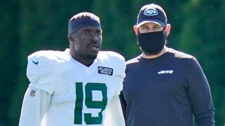 Jets head coach Adam Gase, center, watches as