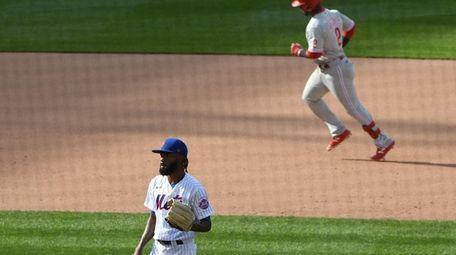 New York Mets relief pitcher Miguel Castro looks