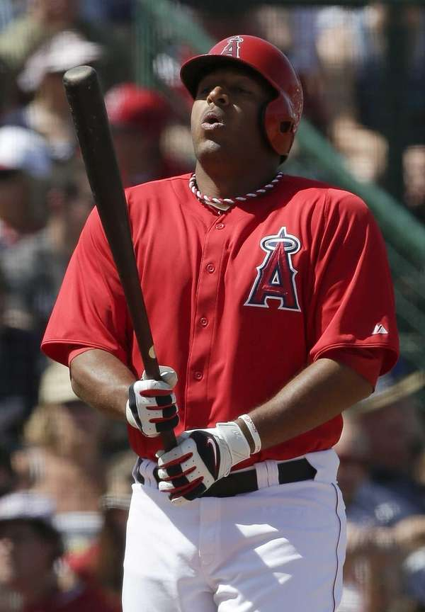 Los Angeles Angels' Vernon Wells bats against the