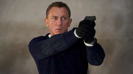 "James Bond (Daniel Craig) in ""No Time To"