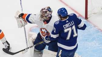 The Lightning's Anthony Cirelli is stopped by Islanders