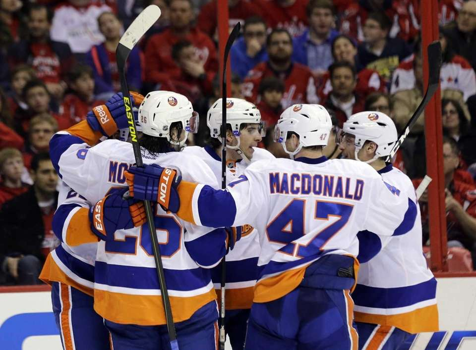 Islanders center John Tavares, center, celebrates with teammates