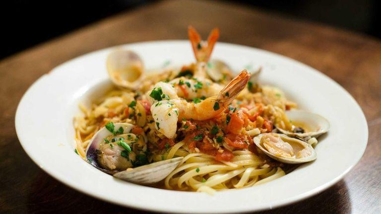 Sea Cove Italian American Bar & Grill 's