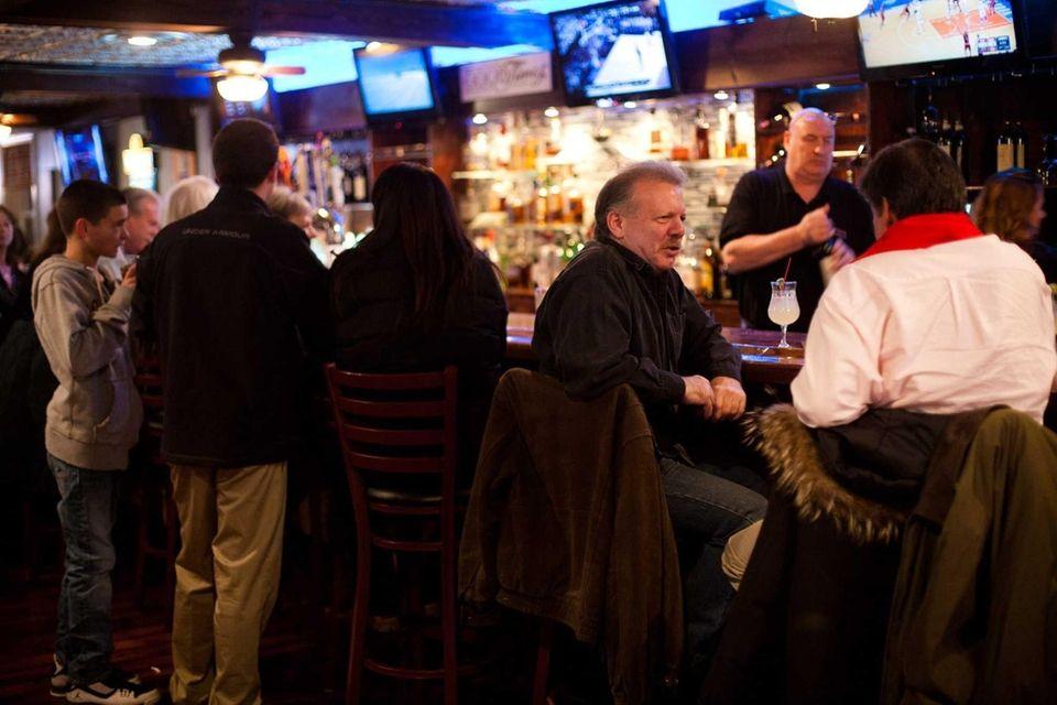 Sea Cove Italian American Bar & Grill's bar