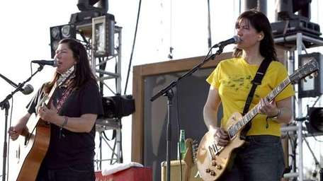 Kim Deal, left, and Kelley Deal of The