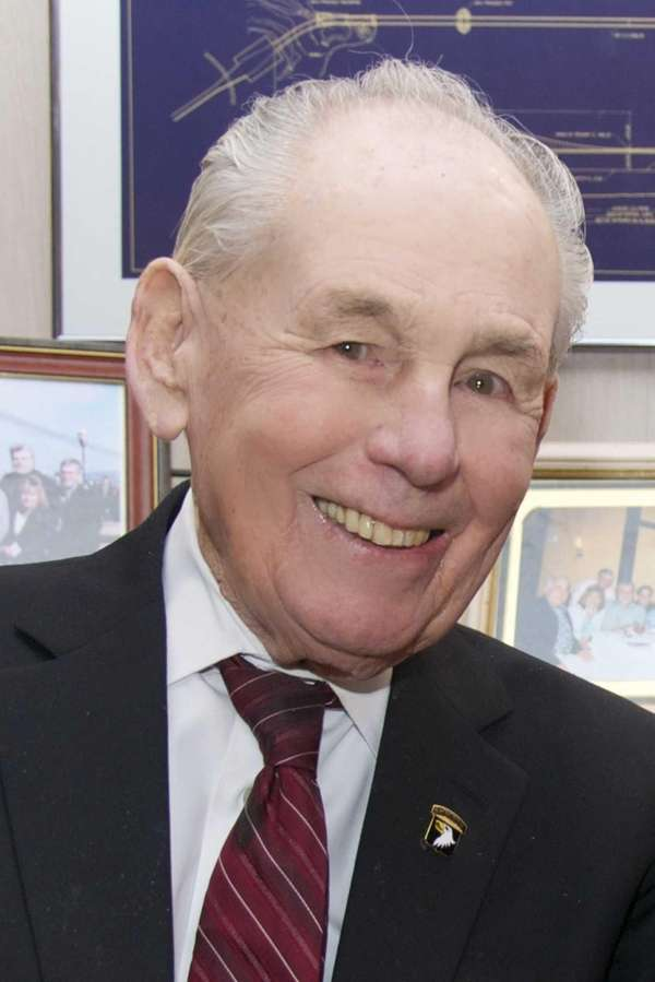 A longtime Hicksville resident, George Thomas died of