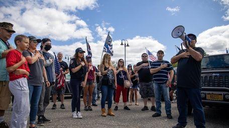 Organizer James Robitsek commencing the Setauket Patriots march