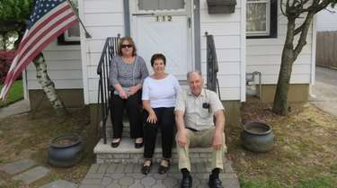 Vincent Scire Jr. with his sisters Nancy Buckpitt,