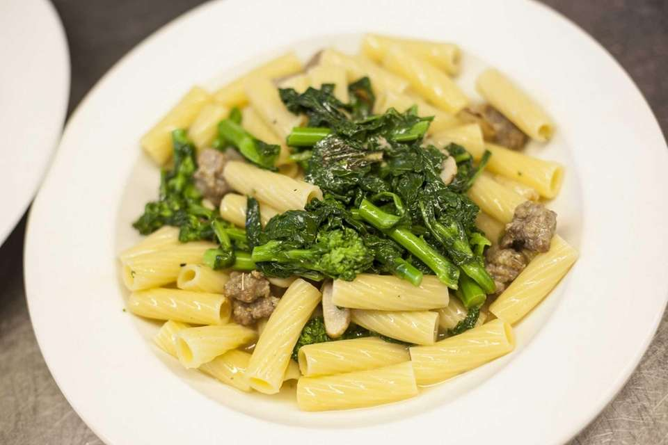 Rigatoni alla Pugliese, rigatoni with broccoli rabe and