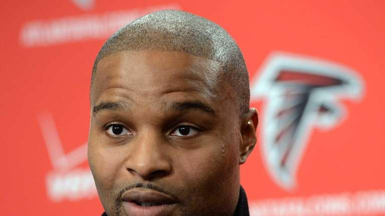 Defensive end Osi Umenyiora speaks to reporters in