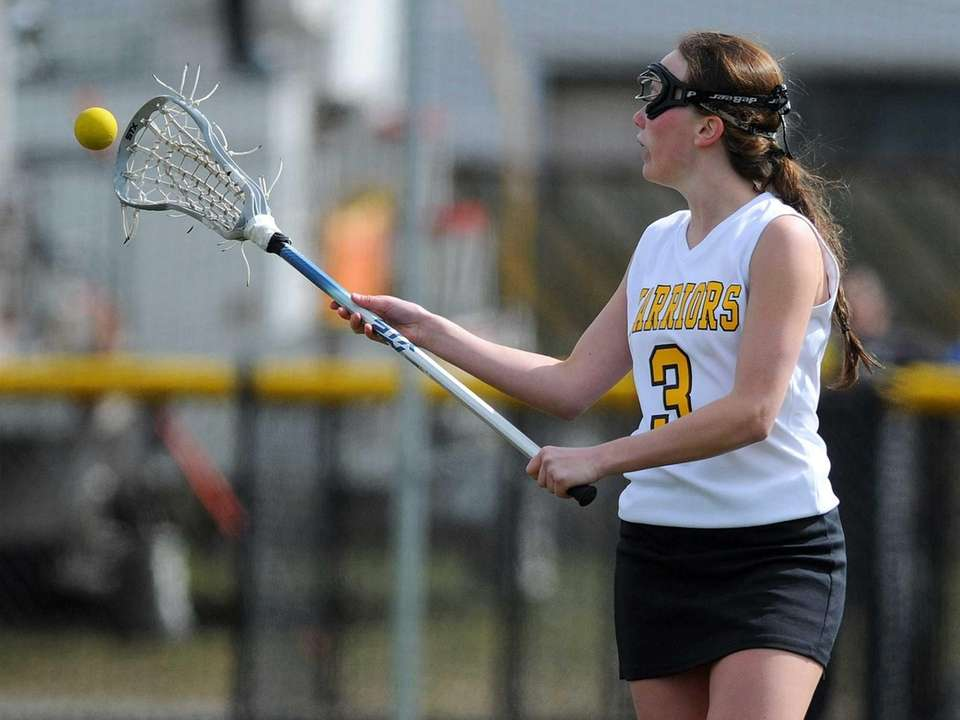 Wantagh's Colleen Lovett receives a pass during the