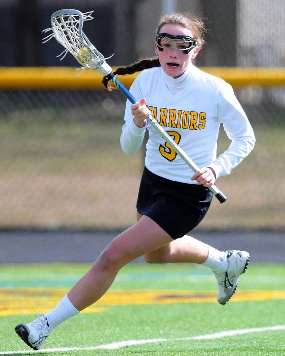 Wantagh's Colleen Lovett circles behind the net during
