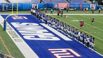 The New York Giants stand together on the
