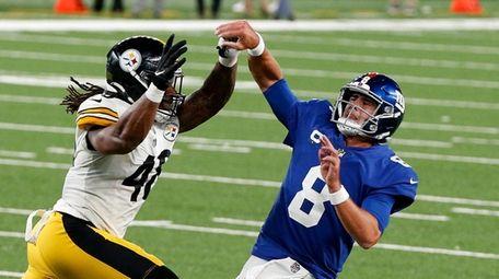 Daniel Jones #8 of the Giants is pressured