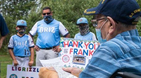 World War II veteran Frank Sidoti reads a