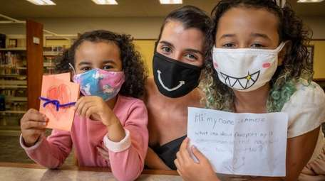 Freeport resident Anja Moreno-Smith, center, helped her daughters,