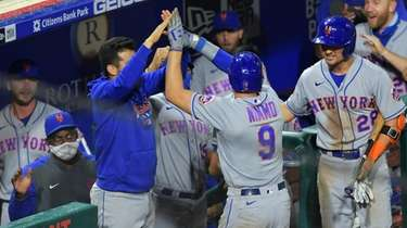 Brandon Nimmo of the Mets is congratulated by