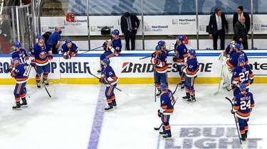 The Islanders leave the ice after their 2-1
