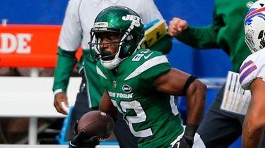 Jets wide receiver Jamison Crowder catches a pass
