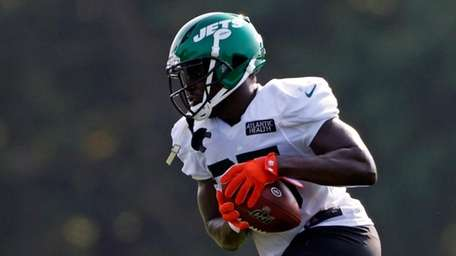 Jets running back Frank Gore runs with the
