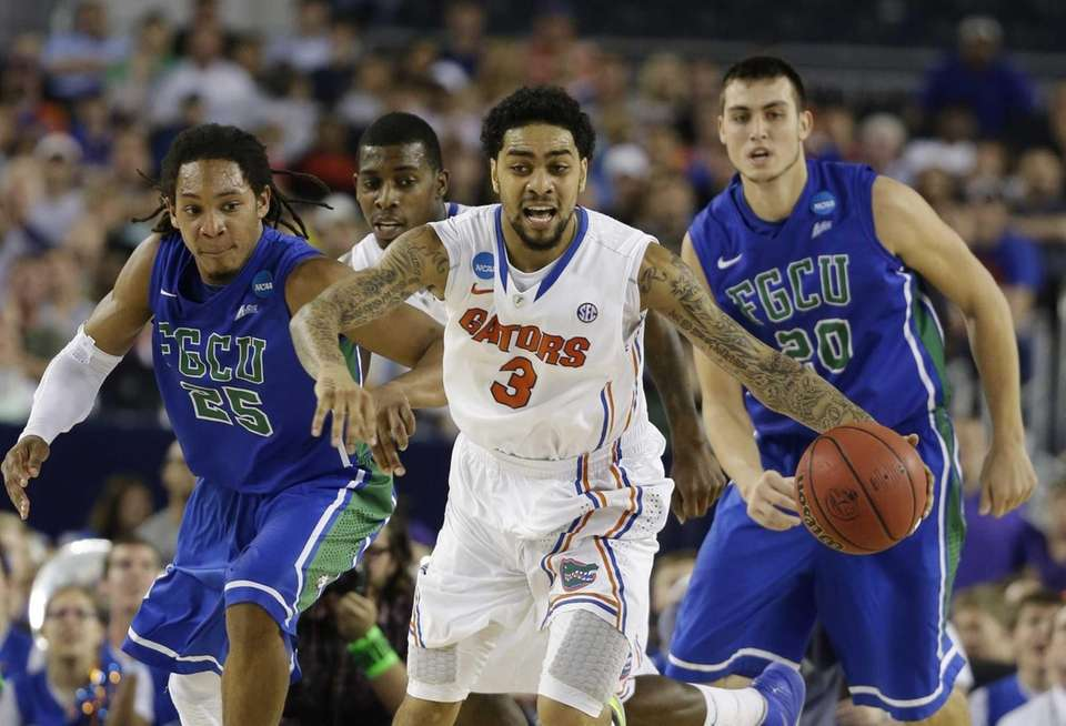 Florida's Mike Rosario is pursued by Florida Gulf