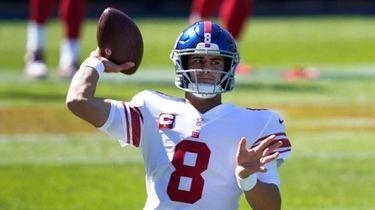 Giants quarterback Daniel Jones throws before an NFL