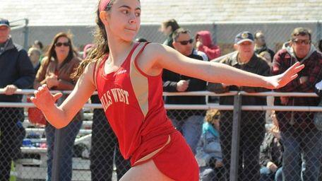 Half Hollow Hills West sophomore Arianna Sabatino prepares