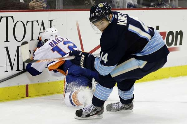 Pittsburgh Penguins left wing Chris Kunitz checks Islanders