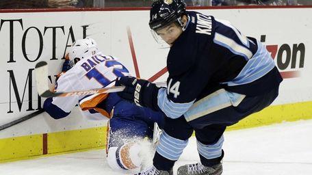 Pittsburgh Penguins left wing Chris Kunitz checks Islanders