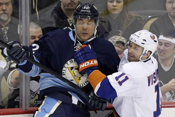 Pittsburgh Penguins' Jarome Iginla collides with Islanders' Lubomir