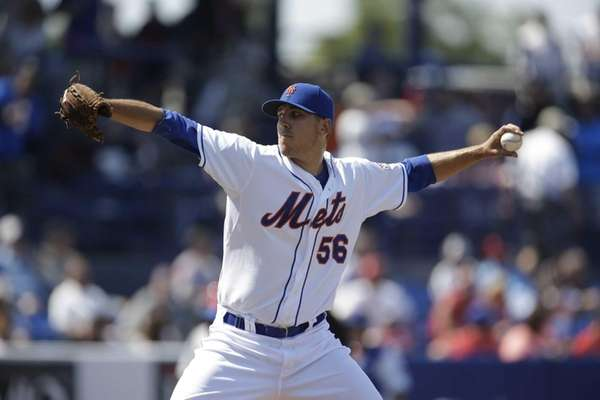 Mets relief pitcher Scott Rice throws during an