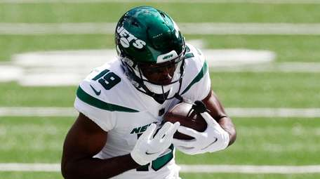 Breshad Perriman #19 of the Jets runs the