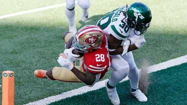 Jerick McKinnon of the 49ers dives into the