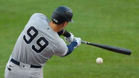 Aaron Judge of the Yankees gets a base