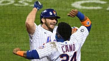 The Mets' Robinson Cano greets Pete Alonso after