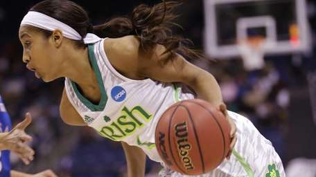 Notre Dame guard Skylar Diggins drives to the