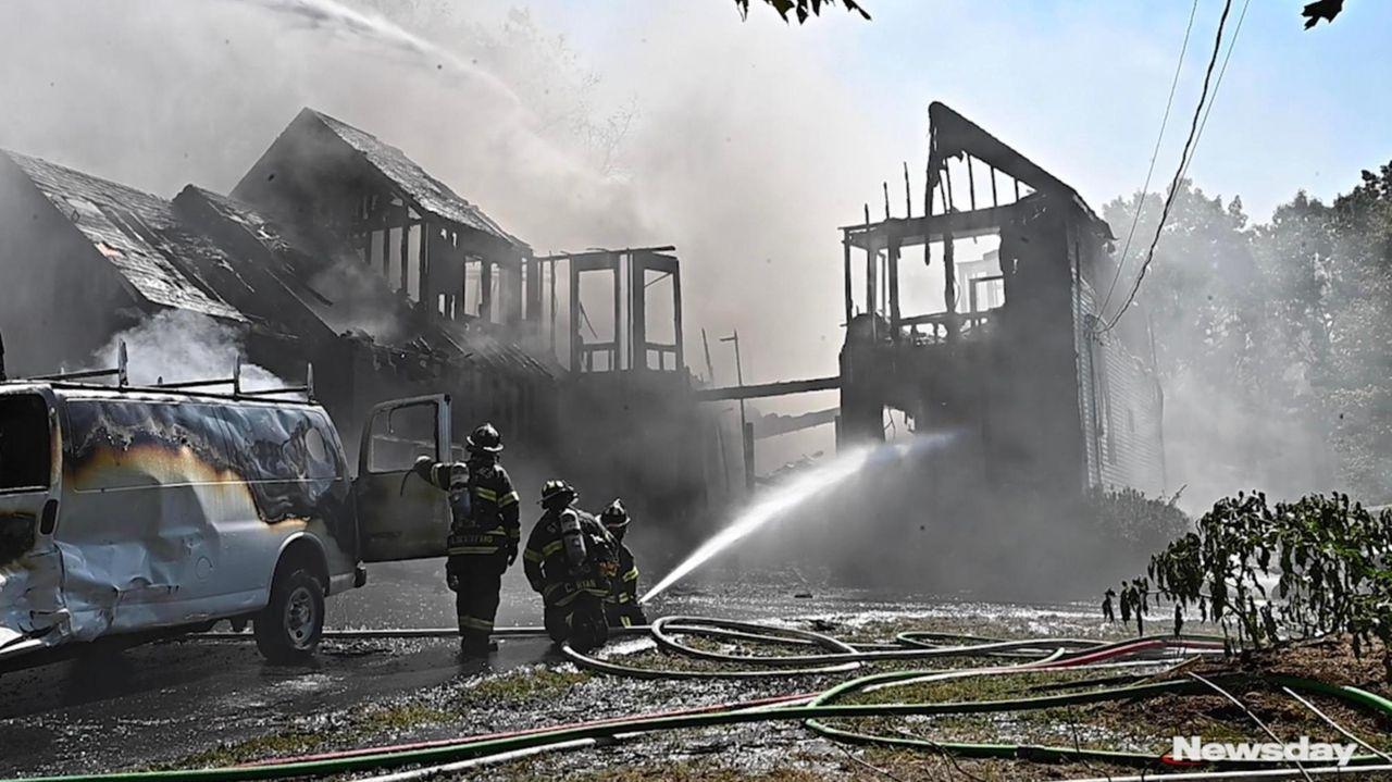 A home in Setauket caughtfire on Wednesday inone