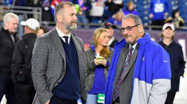 Kevin Abrams, left, with Giants GM Dave Gettleman.