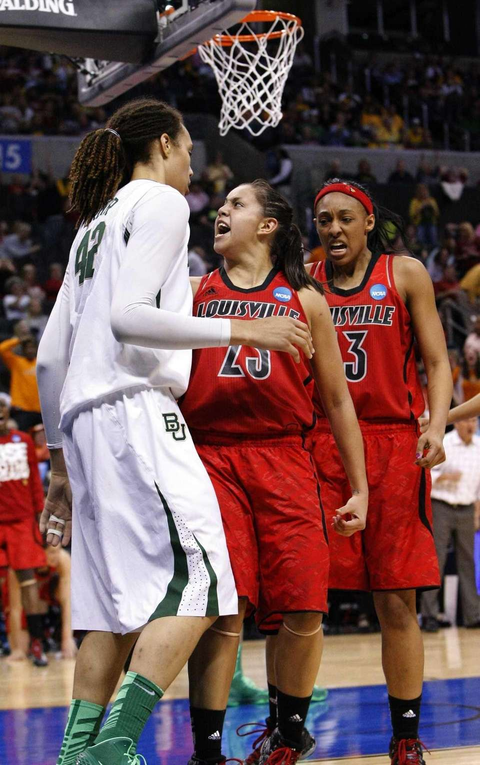 Louisville's guard Shoni Schimmel, center, reacts to her