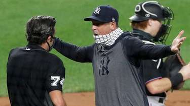 Yankees manager Aaron Boone argues with home plate