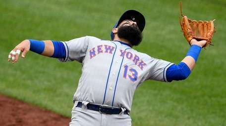 Mets third baseman Luis Guillorme leans back to