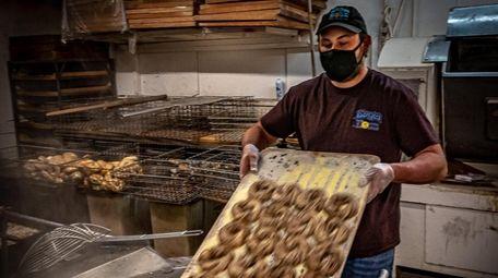 Bagel Boss' David Rosner preparing the bagels for