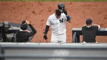 Yankees' Gary Sanchez returns to the dugout after