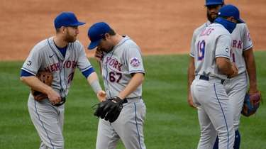 Mets starting pitcher Seth Lugo (67) leaves the